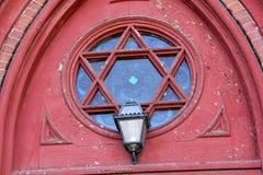 Окно богато украшенного, reuleaux и лампа, церковь, городское Keene, новый Ha Стоковые Изображения RF