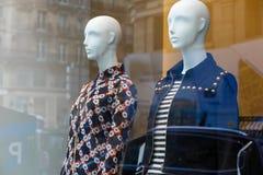 Окно бутика с манекеном моды Стоковое Фото