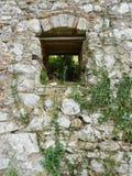 Окно - в камне стоковые изображения rf