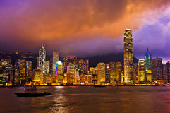 Окно в крыше Гонконга на ландшафте сумрака симфонизм светлого Citys стоковые изображения rf