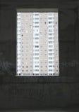 Окно в покинутом здании к другому дому стоковые фотографии rf