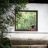 Окно в саде традиционного китайския стоковое фото rf
