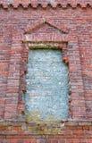 Окно в старой церков кирпича Стоковое фото RF