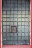 Окно в стеклянной стене сделанной из толстостенных клеток серии Стоковая Фотография