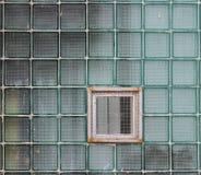 Окно в стеклянной стене сделанной из толстостенных клеток серии Стоковая Фотография RF