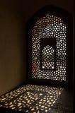 Окно в усыпальнице Humayun в Дели Стоковое Фото