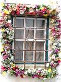 Окно гирлянды стоковые изображения