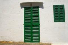 окно двери shuttered зеленым цветом Стоковые Фотографии RF