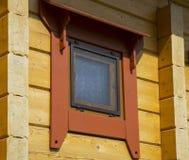 Окно деревянного коттеджа дома Стоковые Изображения
