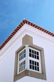 окно здания угловойое старое типичное Стоковое фото RF