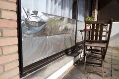 Окно изолированное с алюминиевой фольгой для того чтобы защитить дом против волны тепла Стоковые Изображения RF