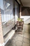 Окно изолированное с алюминиевой фольгой для того чтобы защитить дом против волны тепла Стоковая Фотография RF