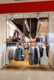 Окно дисплея бутика, Сингапур, 9-ое октября 2014 Стоковые Фотографии RF
