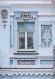 Окно исторического здания в классическом стиле стоковое фото rf