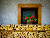 Окно и прерванная древесина Стоковое фото RF