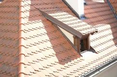 Окно и старая крыша стоковая фотография rf