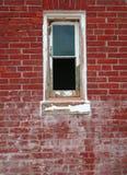 окно красного цвета кирпича Стоковое Фото