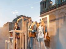 Окно магазина одежд. стоковая фотография rf