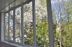 окно Металл-пластмассы в лоджии Стоковое Фото
