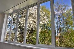 окно Металл-пластмассы в лоджии Стоковые Фото