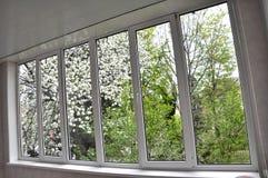 окно Металл-пластмассы в лоджии Стоковые Фотографии RF