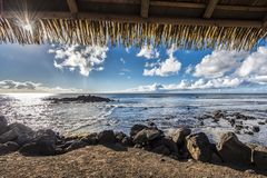 Окно на океане Hanga Roa стоковые фотографии rf