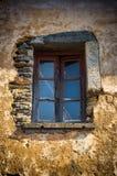 Окно на руине стоковые изображения
