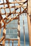 окно обрамленное конструкцией Стоковые Изображения