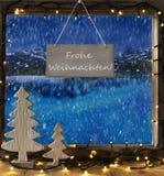 Окно, пейзаж зимы, Frohe Weihnachten значит с Рождеством Христовым Стоковые Изображения