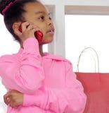 Первоклассная маленькая девочка на телефоне Стоковое Изображение