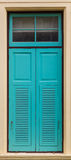 Окно покрашенное синью в здании стены Стоковое Изображение RF