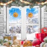 Окно рождества старое белое с украшениями Стоковое Изображение RF