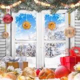 Окно рождества старое белое с украшениями Стоковые Фотографии RF
