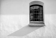 Окно средневековой церков крепости Стоковые Изображения