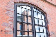Окно старого промышленного здания Стоковое Изображение RF