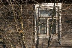 Окно старых дома и дерева журнала Стоковое Фото