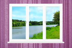 Окно с взглядом к ландшафту лета с лесом и озером Стоковое Изображение