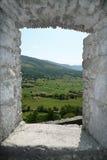 Окно с взглядом на сельской местности стоковые фотографии rf