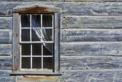 Окно с занавесом в здании журнала в город-привидении около Virginia City, MT Стоковые Фотографии RF