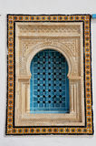 Окно с исламской дугой в Тунисе Стоковые Фотографии RF