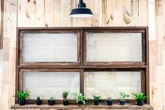 Окно с светлой деревянной стеной Стоковая Фотография