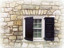Окно с штарками черноты на зимний день Snowy Стоковая Фотография RF