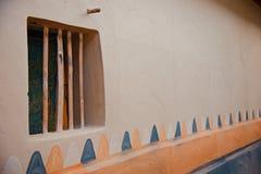 Окно традиционной сделанной глины фото дома стоковое изображение