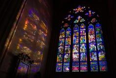 Окно Mucha и красочные светлые картины, собор St Vitus, p стоковое фото rf