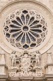 окно puglia otranto Италии собора розовое стоковое фото