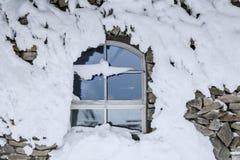 Окно Snowy в Финляндии, Лапландии Стоковое Изображение