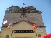 Оконечность здания в районе Garbatella в Риме к форме башни которая символизирует футбольную команду в Риме Италия стоковые изображения