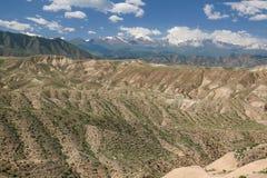 Окрестности в Кыргызстане, горы озера Issyk Kul Шани Tian Стоковые Фотографии RF