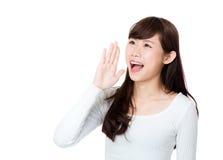 Окрик и клекот женщины Азии Стоковое Изображение