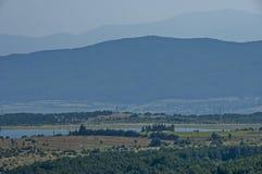 Окружающая среда запруды, искусственное озеро, резервуар или заграждение Bakurdere подобно Bozalan на Бабе реки около деревни Ver стоковые фотографии rf